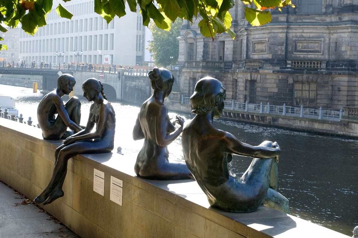 Bronze figures, River Spree, Central Berlin.